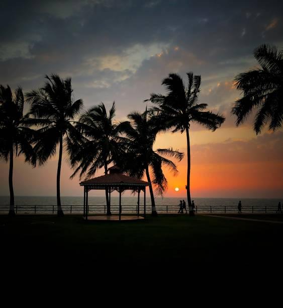 Por do sol em Mumbai - foto de acervo