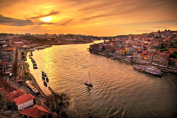 ocaso en oporto - portugal stock photos and pictures
