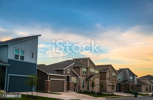 istock Sunset in Real Estate Suburb Neighborhood 1139584112