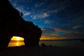 日没時にビーチ SUNAYAMA