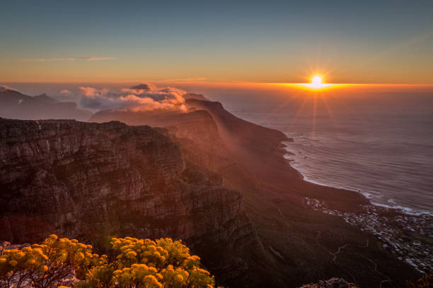 sunset in table mount cape town - table mountain national park stock pictures, royalty-free photos & images
