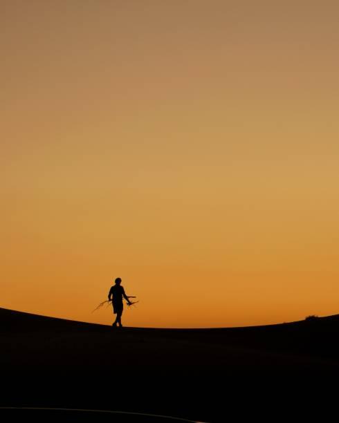 Sonnenuntergang in der Wüste des Mittleren Ostens – Foto
