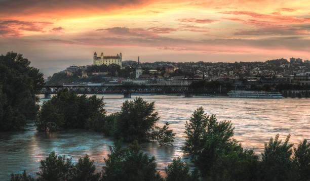 Coucher de soleil dans la ville inondée - Photo