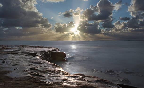 sonnenuntergang in den pazifischen ozean - süd kalifornien stock-fotos und bilder