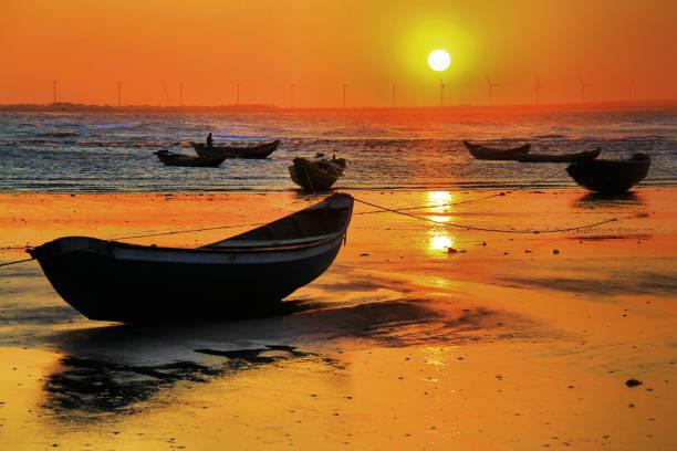 pôr do sol na pedra do sal praia! - nordeste - fotografias e filmes do acervo