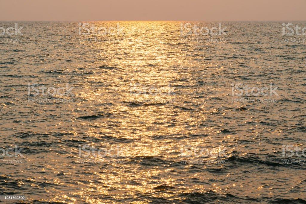 Sonnenuntergang im Meer. – Foto