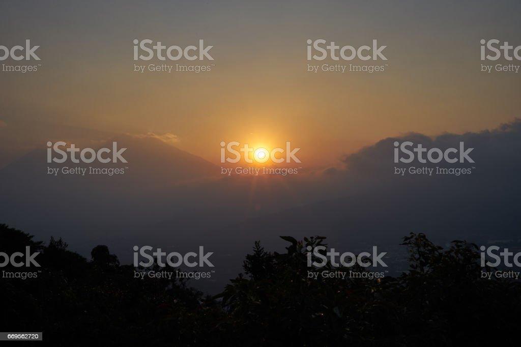 Coucher de soleil dans les hautes terres volcaniques du Guatemala - Photo