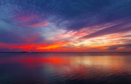 Sunset Off South Padre Island Looking Toward The Mainland - Fotografie stock e altre immagini di Acqua