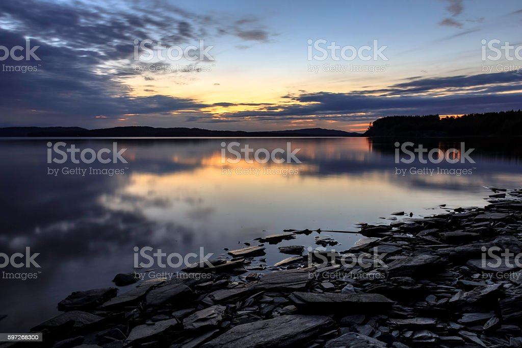 Sunset on a schist beach in Sweden (Värmland, Örebro län) Lizenzfreies stock-foto