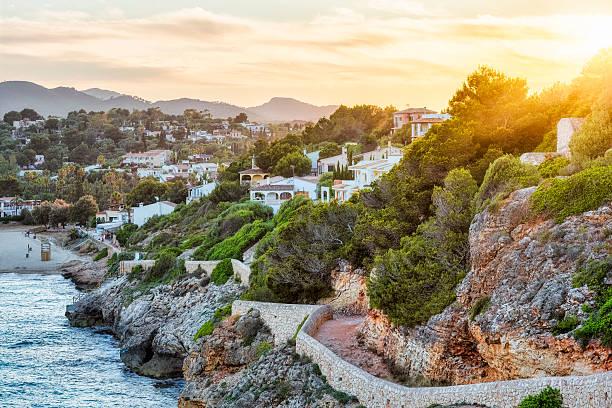 Coucher du soleil à Cala romantique à Majorque - Photo