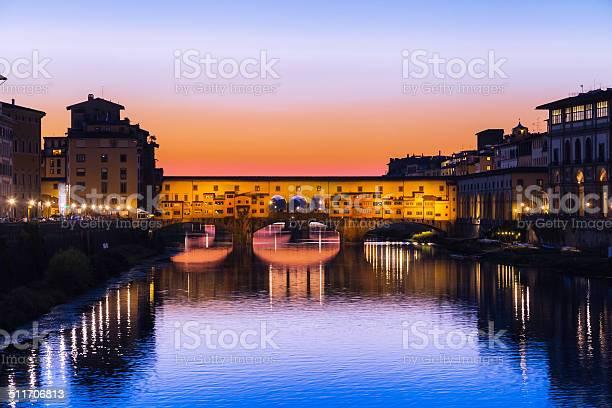 Sunset on ponte vecchio bridge in florence picture id511706813?b=1&k=6&m=511706813&s=612x612&h=xaz6m6rnhtg3gi3bnnllj8 brslkpgirwinwpffrubs=