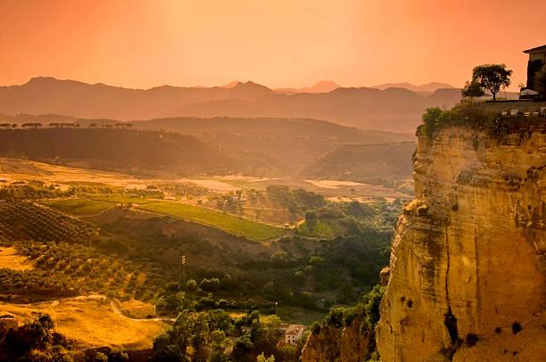 coucher de soleil sur la ronda - andalousie photos et images de collection