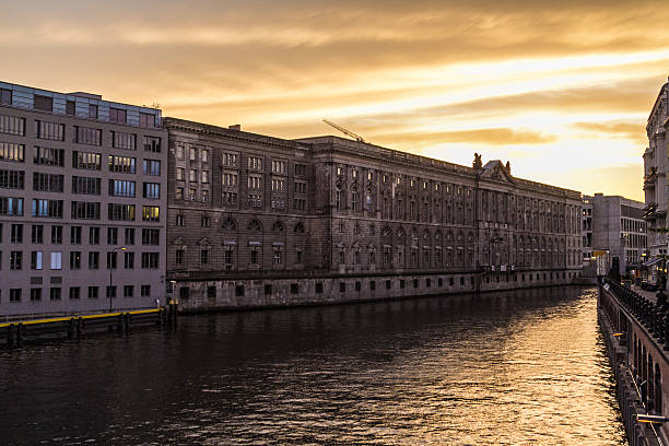 Sonnenuntergang an der Spree in Berlin – Foto