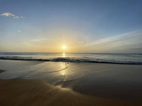 Coucher de soleil sur la plage de Dehais