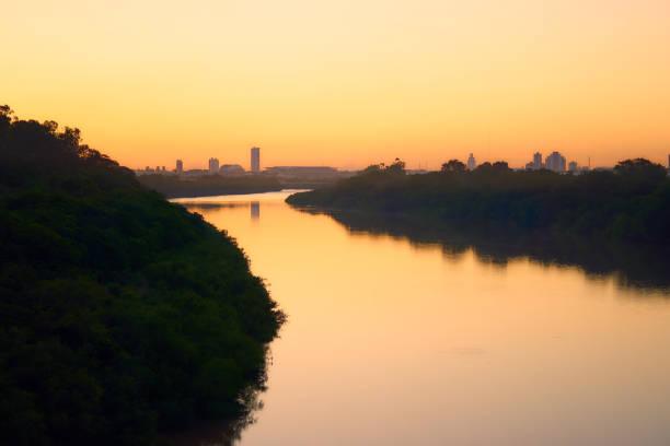 Sonnenuntergang am Fluss Cuiabá, Mato Grosso, Brasilien. – Foto