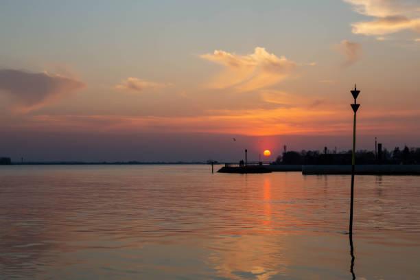Sonnenuntergang an der Elbe – Foto