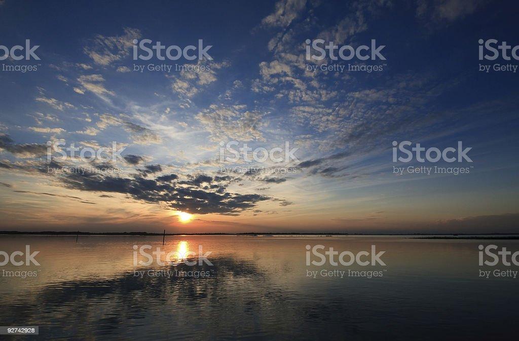 Sonnenuntergang über der Lagune Lizenzfreies stock-foto
