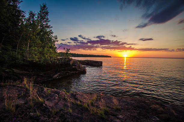 sunset on the shores of lake superior - lake michigan strände stock-fotos und bilder