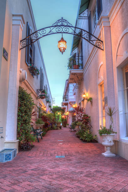 Sunset over a courtyard between the shops along 5th Street Naples, Florida, USA - September 16, 2018: Sunset over a courtyard between the shops along 5th Street in Old Naples, Florida. naples florida stock pictures, royalty-free photos & images