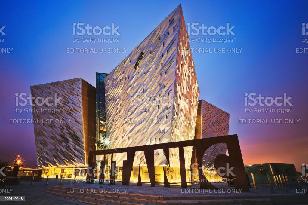 Sonnenuntergang über Belfast Titanic, Belfast, Nordirland, Vereinigtes Königreich – Foto