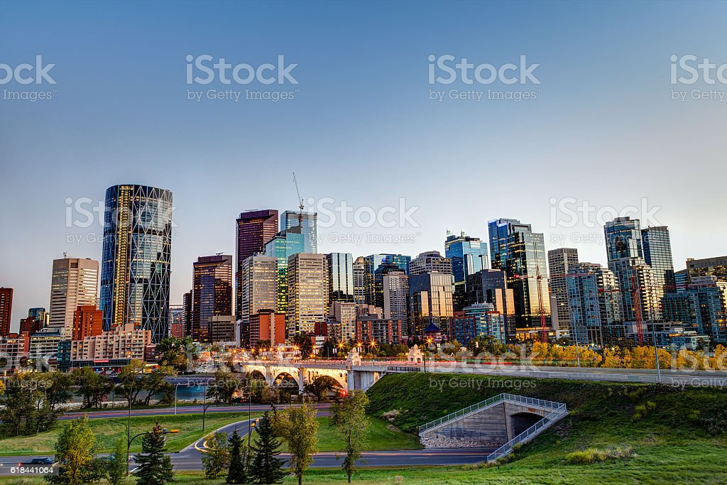 Sunset Over Calgary Downtown Skyline in HDR - foto stock