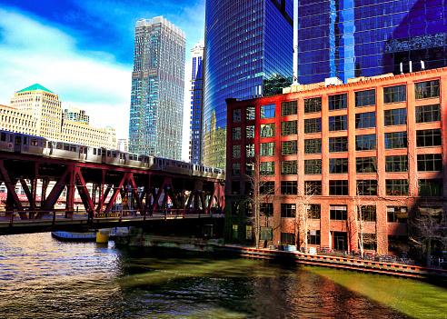 Zonsondergang Over De Chicago River Met Reflecties Op Het Water Stockfoto en meer beelden van Avondschemering