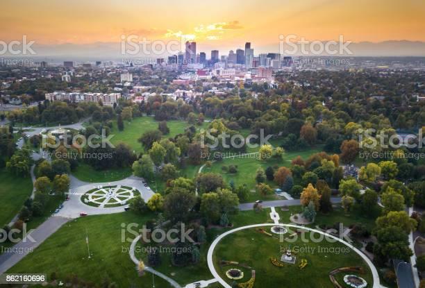 Sunset over denver cityscape aerial view from the park picture id862160696?b=1&k=6&m=862160696&s=612x612&h=rpldm1y77utqxisktkx5yi9go7t7ncvpbjvgkuj4tso=