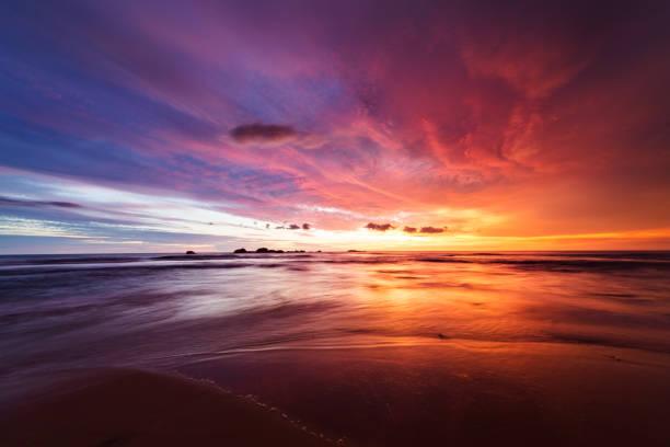 закат над индийский океан  - sunset стоковые фото и изображения