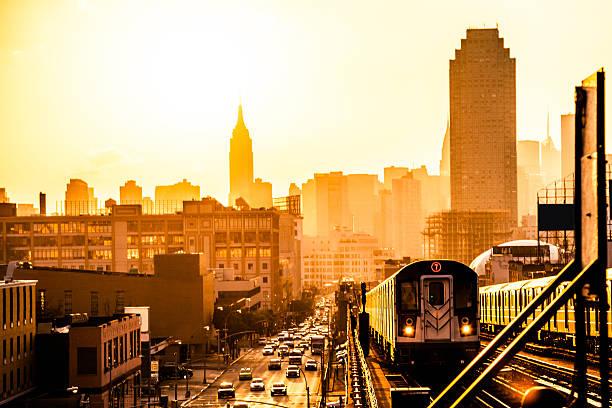Pôr do sol sobre o horizonte de Nova York - foto de acervo