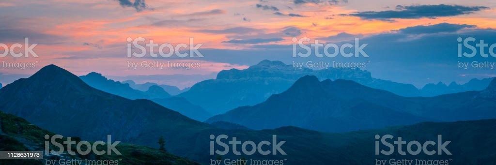 Coucher de soleil sur Pass Giau. Alpes Dolomites. Italie - Photo
