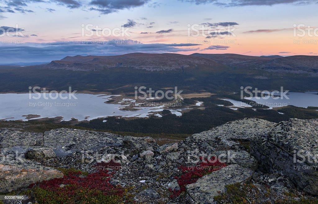 Sunset over river and lake landscape Sarek national park, Sweden foto de stock royalty-free