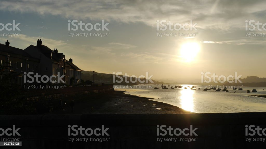 Sunset Over River Mouth - Foto stock royalty-free di Acqua