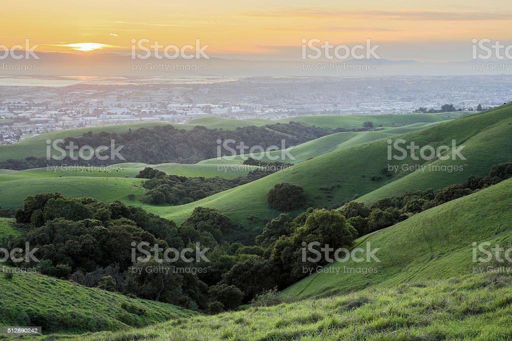 Puesta de sol sobre la bahía de San Francisco - foto de stock