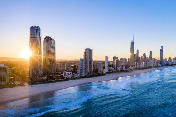 sunset over the city of gold coast looking from the south - queensland foto e immagini stock