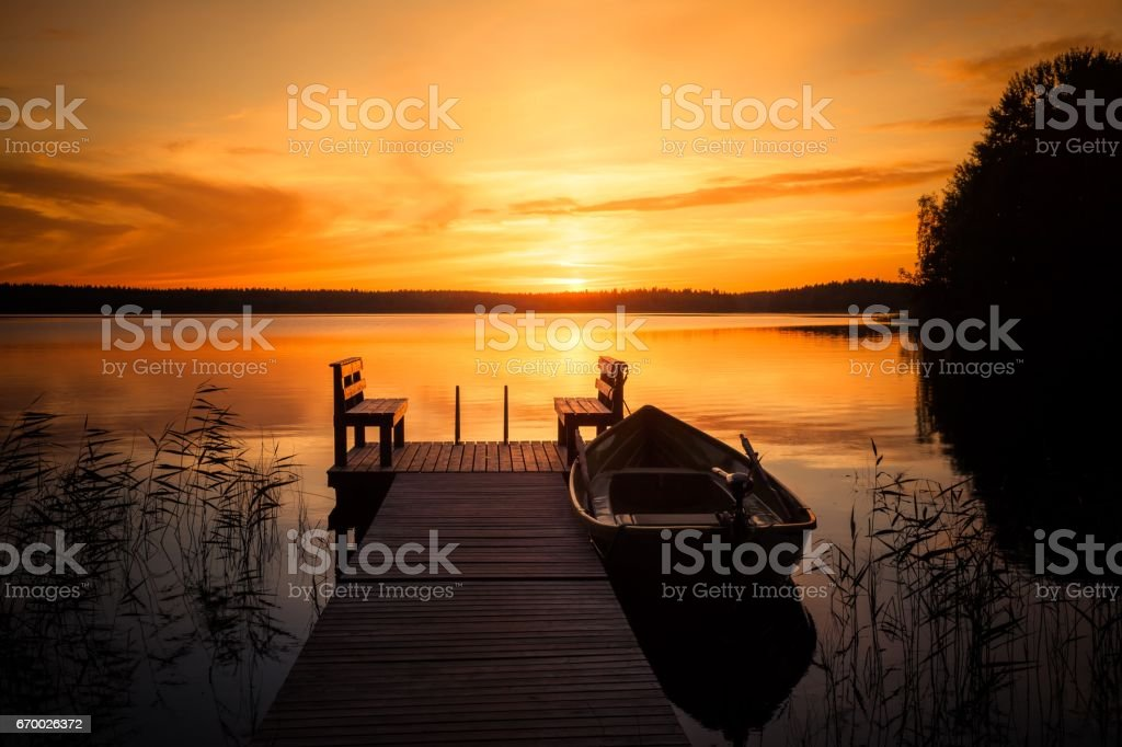 Sunset over the fishing pier at the lake in Finland – Foto