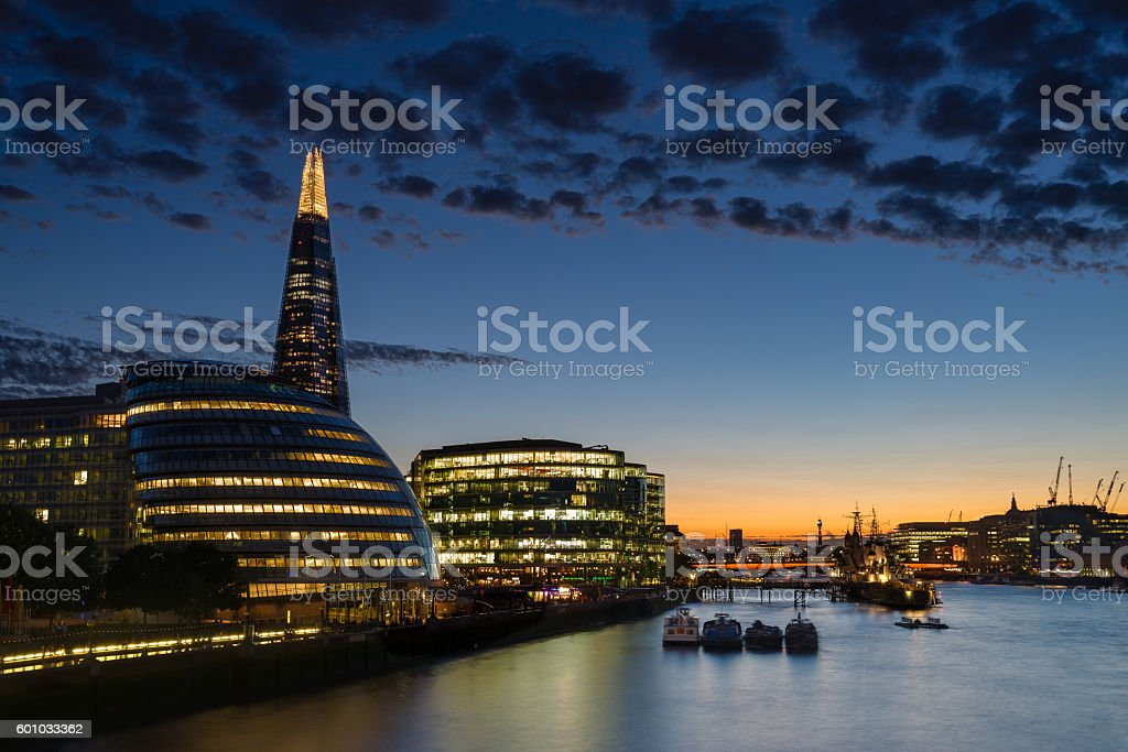 Sunset over the London skyline and River Thames - foto stock
