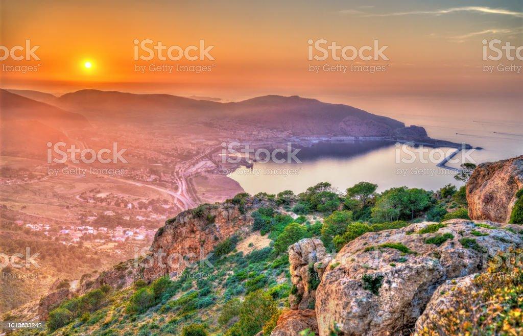 Coucher de soleil sur la mer Méditerranée à Oran, Algérie - Photo