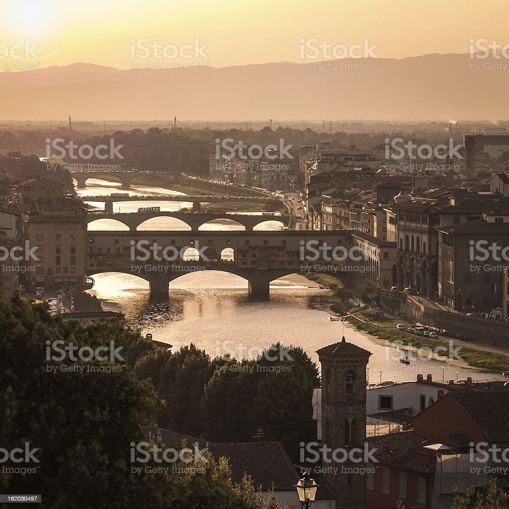 Sonnenuntergang über der Alten Brücke, Florenz, Toskana, Italien Lizenzfreies stock-foto