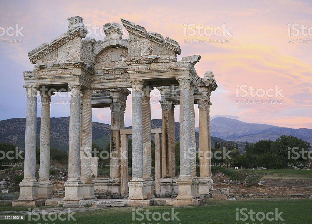Sonnenuntergang über der Tetrapylon (große gate) in APHRODISIAS – Foto