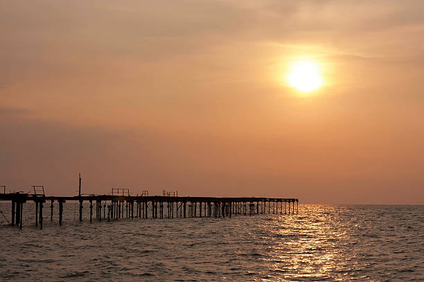 Pôr-do-sol - foto de acervo