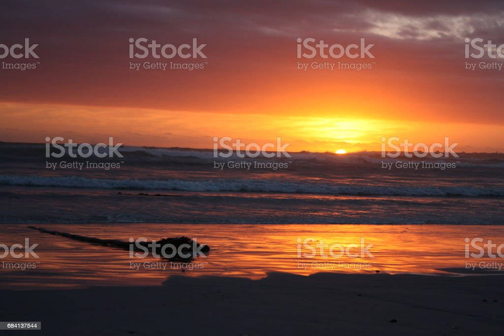 Sunset reflection on the beach royaltyfri bildbanksbilder