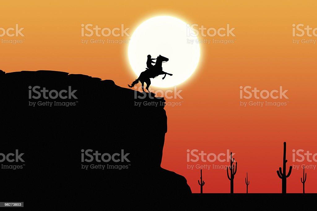 Tramonto Rider sulla scogliera foto stock royalty-free