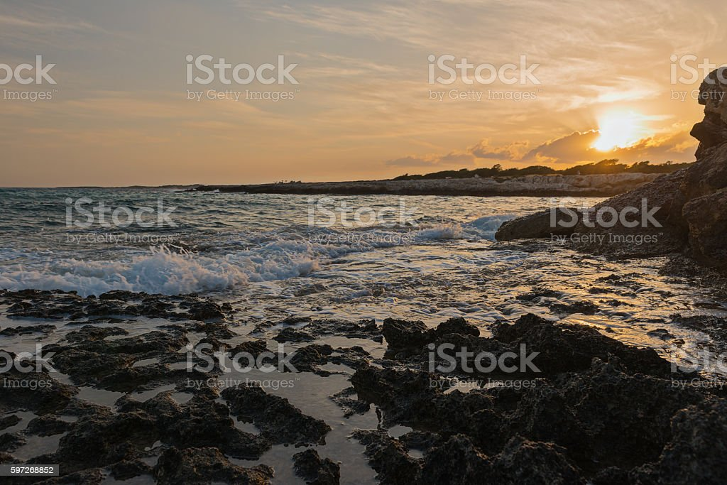 sunset. rough sea and rocky coast Lizenzfreies stock-foto