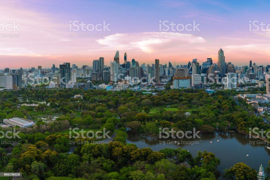 曼谷天際線全景的日落風景圖像檔