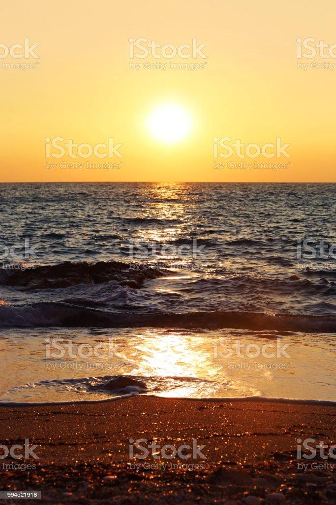 paisagem por do sol em uma praia na ilha de Paxos Grécia - foto de acervo