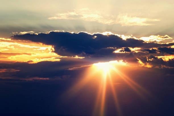 sunset sky and clouds - raggio di sole foto e immagini stock