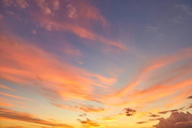 夕暮れの空の背景 - 夕焼け ストックフォトと画像