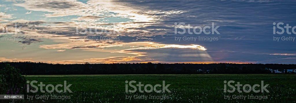 Ciel avec nuages au coucher du soleil photo libre de droits