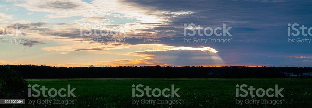 Sonnenuntergang-Himmel mit Wolken Lizenzfreies stock-foto
