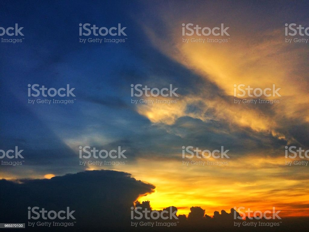 Sunset sky with clouds zbiór zdjęć royalty-free